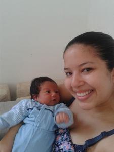 Marcelinho encantado com a mamãe linda dele!