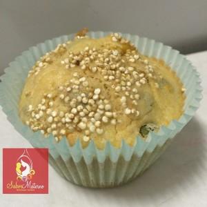 Torta de frango, legumes enriquecida com quinoa. Assada em formato cup cake